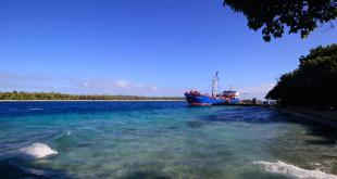 La vie sur une île au rythme des bateaux